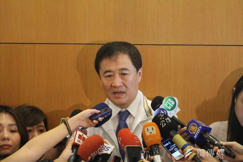 台北市副市長陳景峻接受媒體詢問。(方炳超攝)