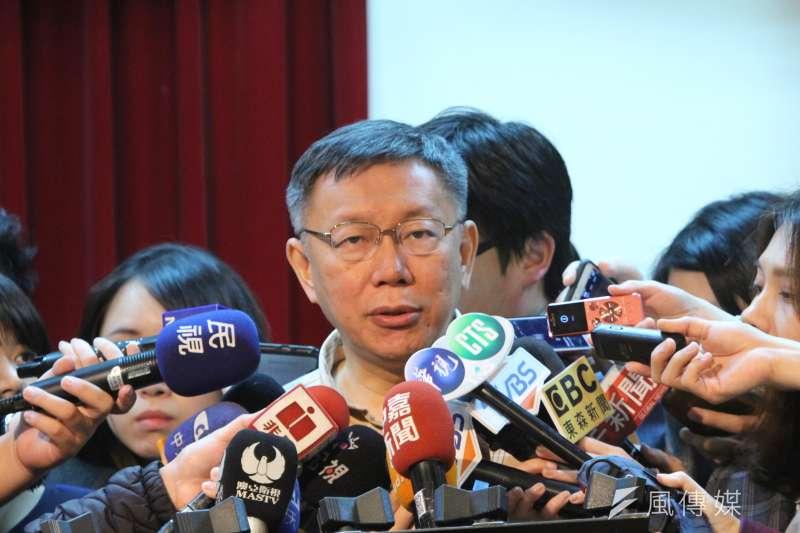 台北市長柯文哲23日接受媒體堵訪。(方炳超攝)
