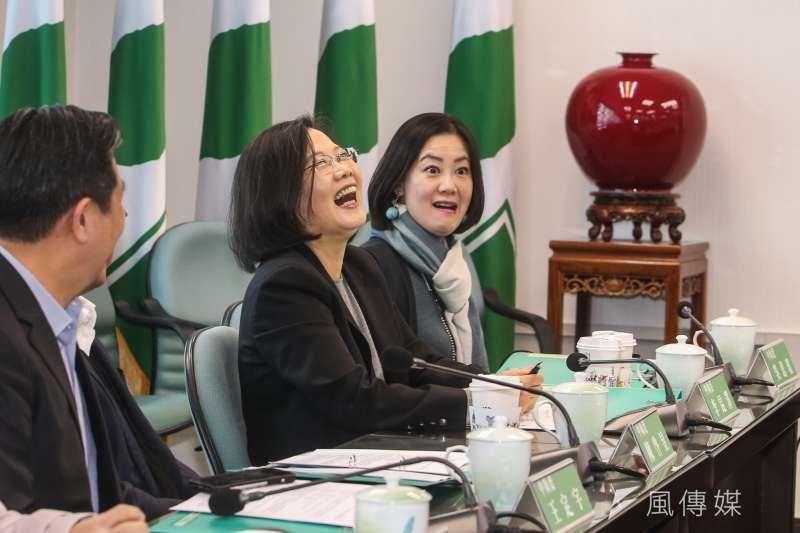 民進黨中執會報告前,黨主席蔡英文神情愉悅並大笑。(陳明仁攝)