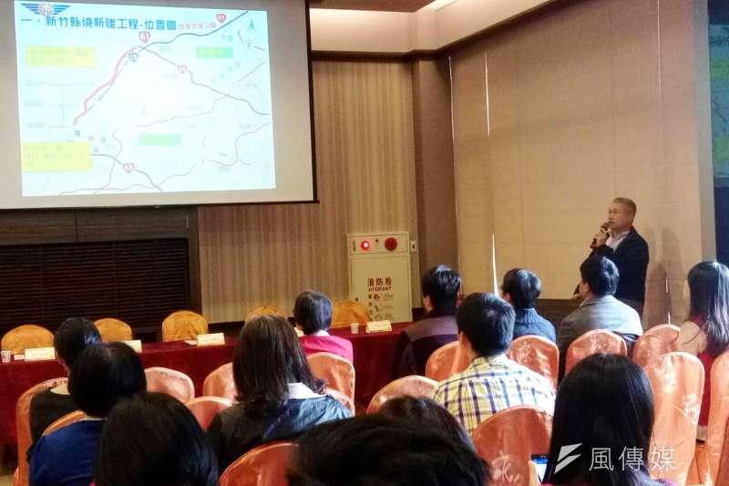 公路總局新竹區監理所25日說明,春節期間疏運計畫延長收班時刻並以機動加班方式,發揮接駁轉運之功能。(圖/方詠騰攝)