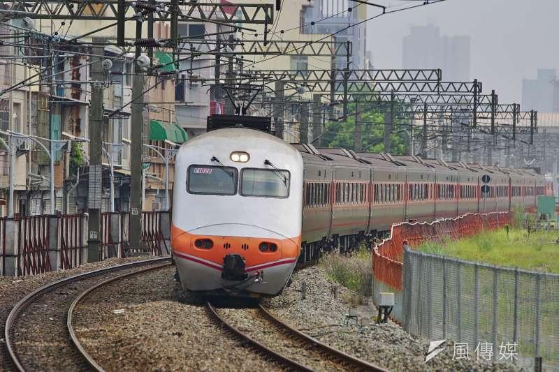 台鐵嘉義自強號列,一名鐵路警察局員警遭乘客刺傷,4日凌晨不治身亡。(資料照,盧逸峰攝)