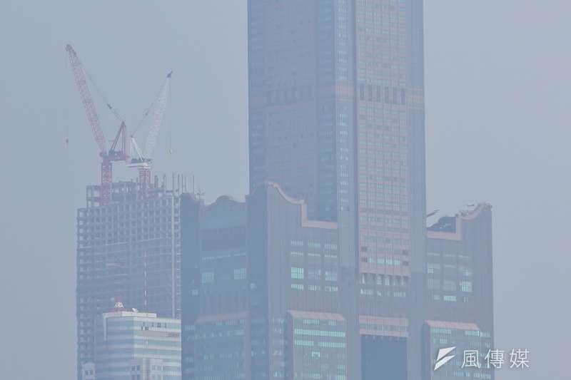 台灣大哥大PM2.5偵測器前5月累積282萬筆資料,分析後發現以高雄用戶超標比率最高,是六都之最。圖為高雄知名地標85大樓。(資料照,盧逸峰攝)