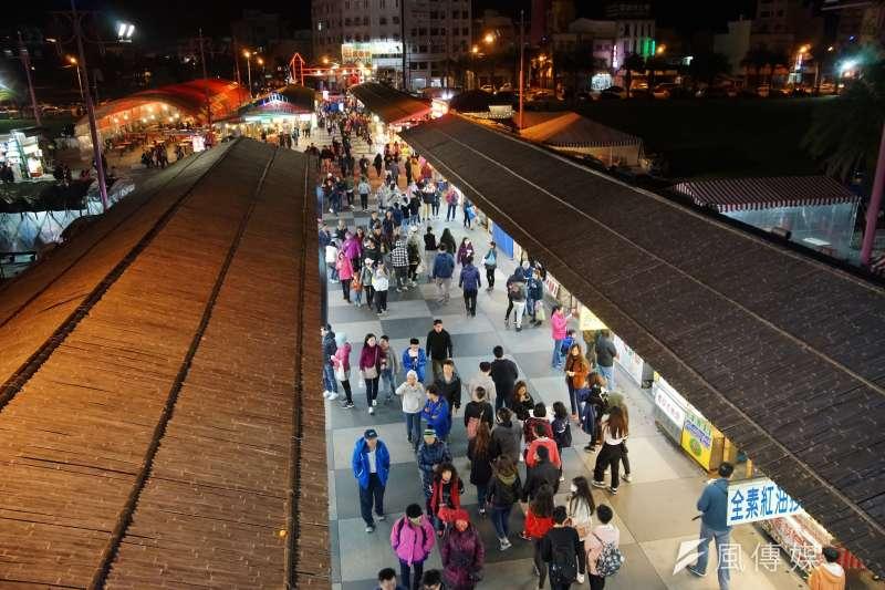 花蓮東大門夜市一景。(盧逸峰攝)