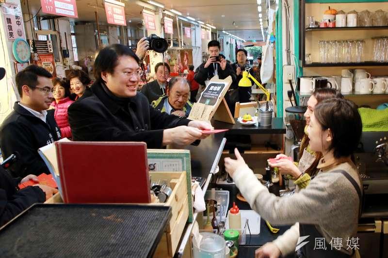 小市場咖啡獲四星認證,基隆市長林右昌推薦給民眾。(圖/張毅攝)