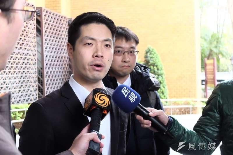20180126-遭抓捕律師之一陳又新,赴台北地檢署正式對警察提告。(謝孟穎攝)