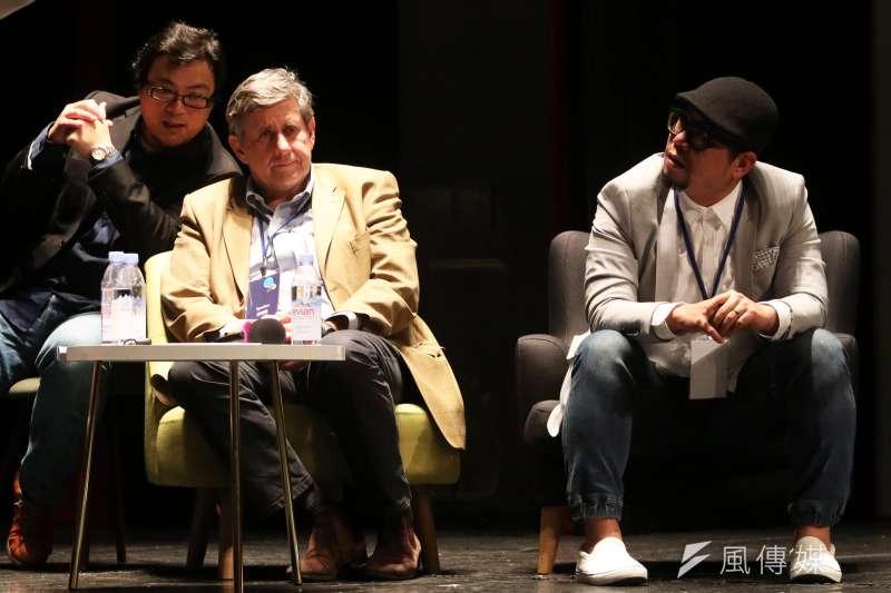 20180125-《學習如何學習》的套書作者Jérôme Saltet(左)、「雜學校」校長蘇仰志(右)晚間出席「想像力奪權 思辨之夜」活動,並於會中分享。(蘇仲泓攝)