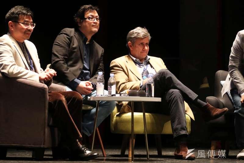 20180125-「自學教父」陳怡光(左)、《學習如何學習》的套書作者Jérôme Saltet(右)晚間出席「想像力奪權 思辨之夜」活動,並於會中分享。(蘇仲泓攝)