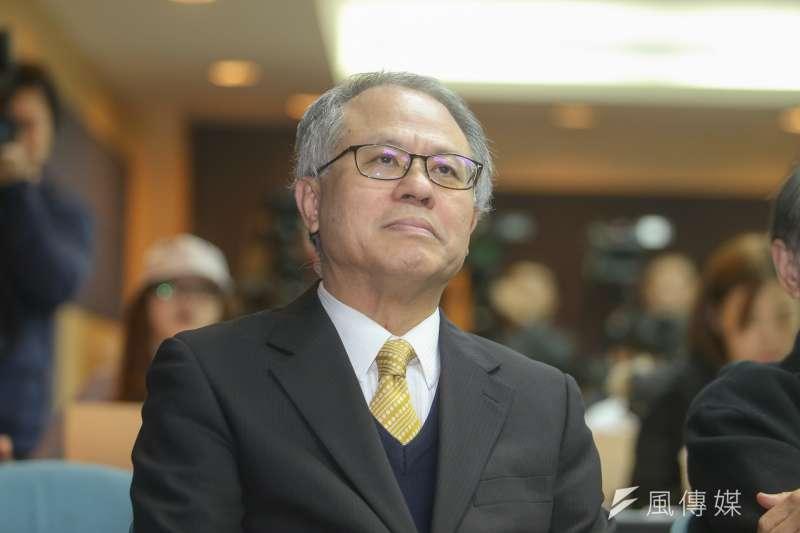 教授顏建發,出席台灣民意基金會舉行「蔡英文總統的兩岸與經濟表現」民調發表會。(陳明仁攝