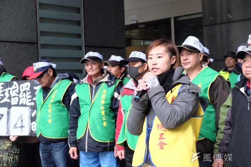20180130-美麗華高爾夫球場工人於新北市政府勞工局外抗議,桃產總秘書葉瑾瑜表示,美麗華罷工是高爾夫球界第一場、2018年第一場,亦是勞基法「修惡」後的第一場罷工。(謝孟穎攝)