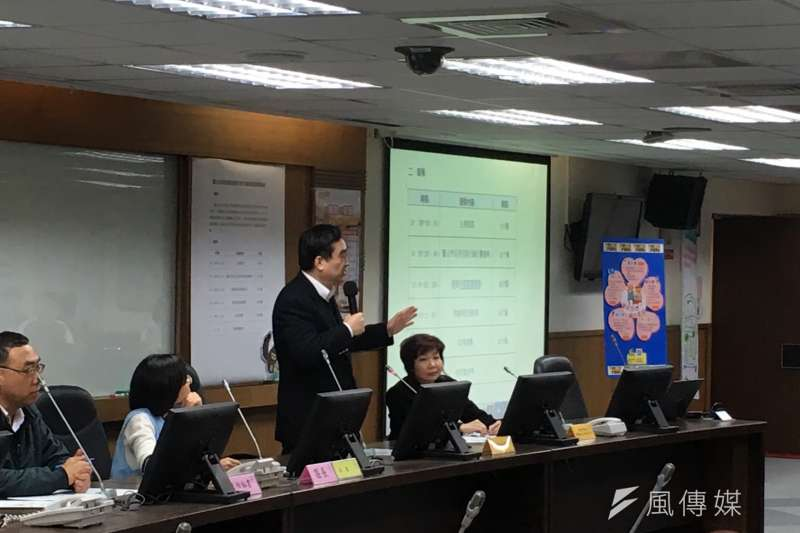 台北市副市長鄧家基31日上午親自出席信義區區里說明會。(王彥喬攝)