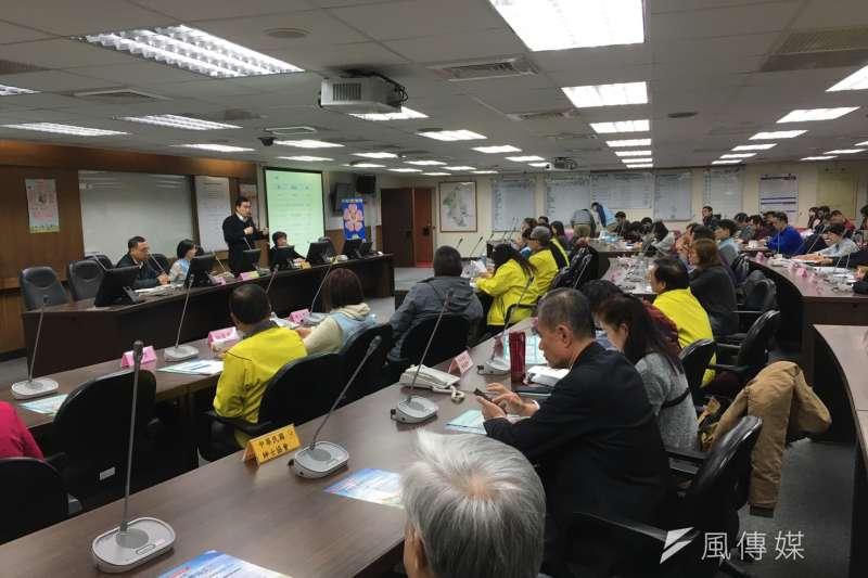 20180131-台北市副市長鄧家基31日上午親自出席信義區區里說明會。(王彥喬攝)