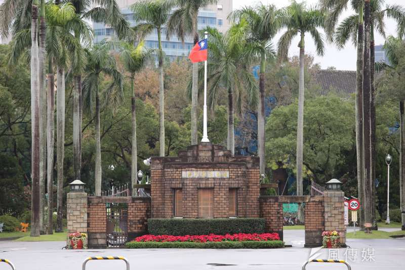 1111人力銀行今(13)日公布2018企業愛用大學排名,國立大學冠亞軍依然由台大、成大包辦。(顏麟宇攝)