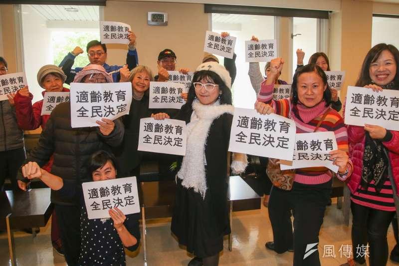 下一代幸福聯盟「適齡性平教育 全民決定」公投啟動記者會,聯盟成員前來聲援。(陳明仁攝)
