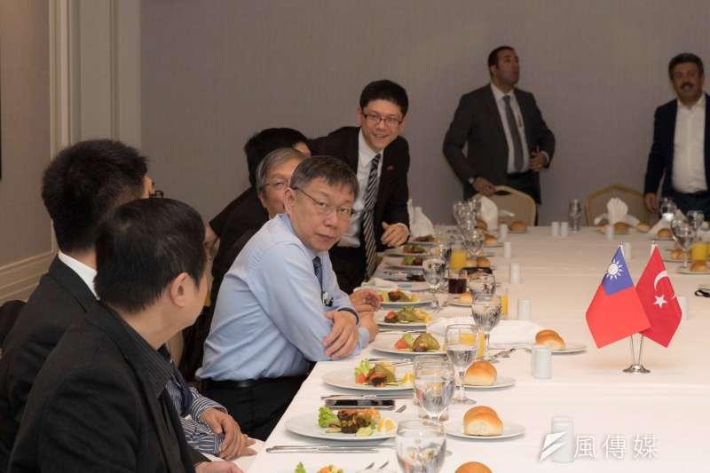 台北市長柯文哲出訪土耳其,與土耳其執政黨的正義發展黨國會議員及幹部餐敘。(資料照,台北市政府提供)