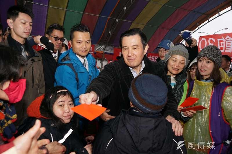 前總統馬英九卸任後聲望逆轉回升,圖為馬英九出席「寒士吃飽30尾牙」活動。(盧逸峰攝)