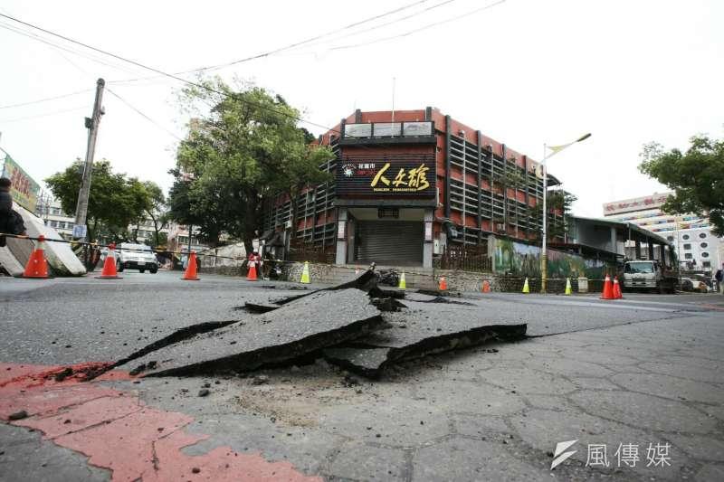 位於花蓮的米崙斷層帶,研判可能與這次地震有關。經濟部中央地質調查所,根據台灣活動斷層分布圖設計的「台灣活動斷層觀測系統」可供民眾上網查詢,自己家是否住在斷層帶上。(陳明仁攝)
