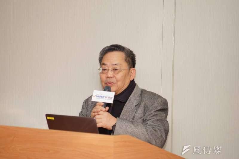 2018-02-07-國家地震研究中心主任黃世建昨夜晚間於科技部進行震災相關簡報。(盧逸峰攝)