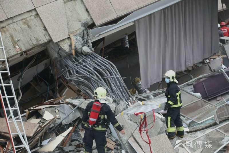 花蓮縣6日晚間發生規模6.4,已有4棟大樓倒塌傾斜。使許多民眾開始擔心自己的房子是否耐震?(陳明仁攝)