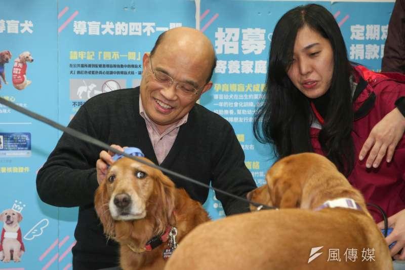 前行政院長蘇貞昌可能重新投人新北市長選舉,被讚為「老驥伏櫪」。圖為蘇貞昌參觀新莊惠光導盲犬學校級的服務。(陳明仁攝)
