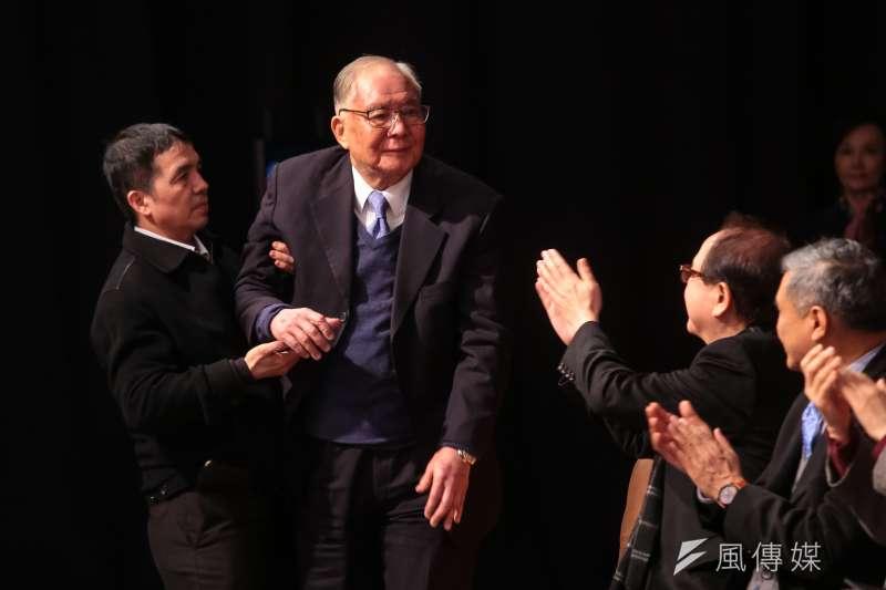 前行政院副院長徐立德找張孝威進入中華開發,却讓張子威度過最難熬的13個月。圖為徐立德出席「縱有風雨更有晴:張孝威直說直做」新書發表會。(顏麟宇攝)