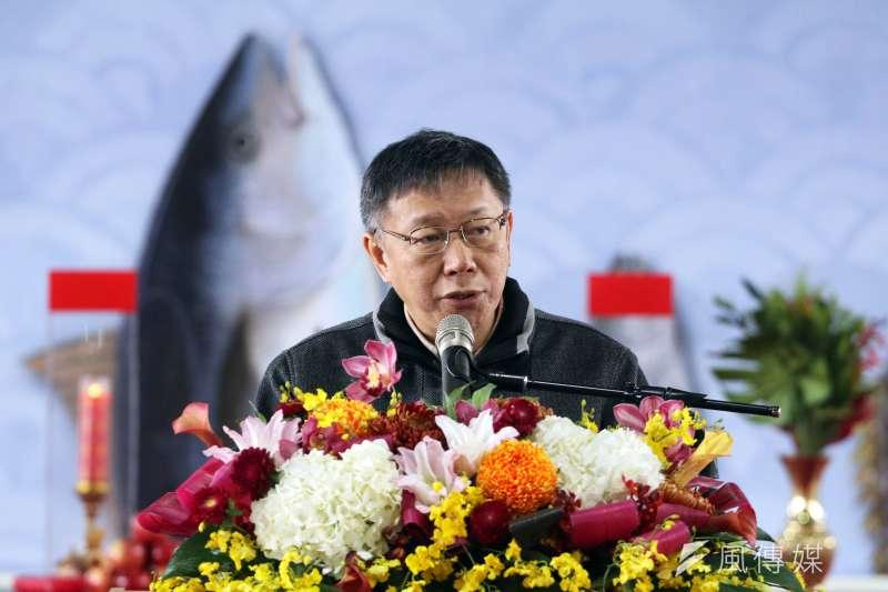 台北市長柯文哲上午出席萬大漁市華中橋下臨時中繼拍賣場工程開工典禮,並登台致詞。(蘇仲泓攝)