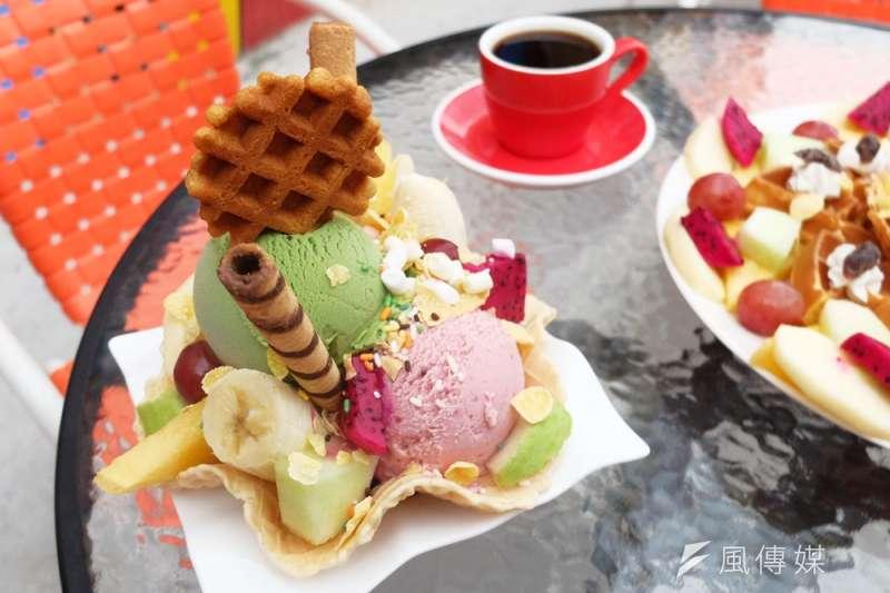 想吃好吃的天然冰淇淋,一定要到名店人擠人花大錢嗎?(謝孟穎攝)