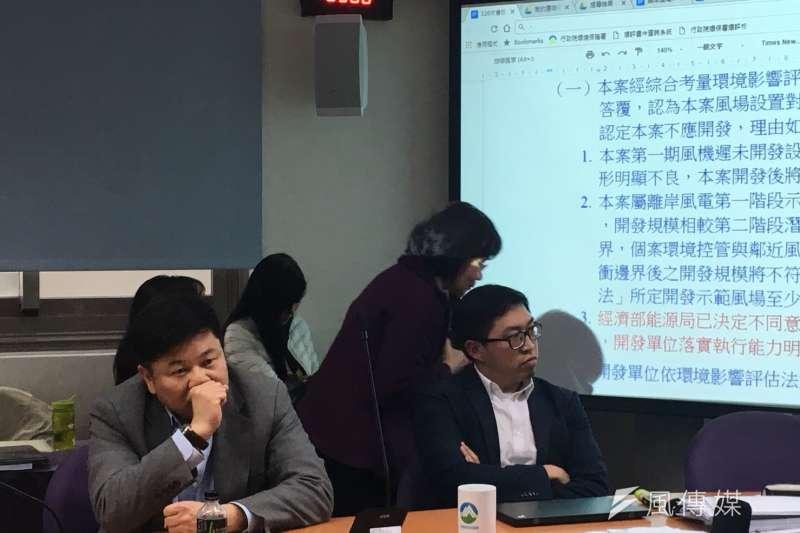 開發福海風場的永傳公司董事長林鑫堉(左)力拼翻盤,強調跟漁會的衝突也已和解,風場若通過環評就會支付補償金。(尹俞歡攝)