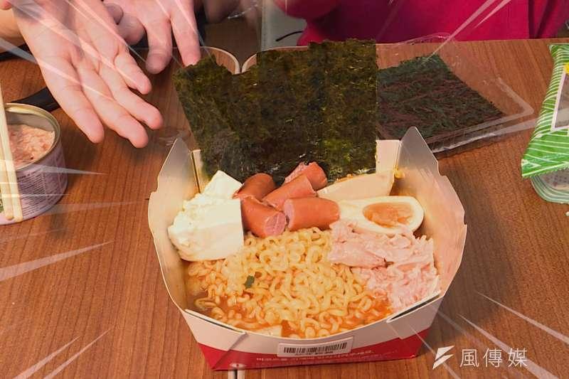 韓國自助泡麵機來台了!彷彿置身在韓國超商裡嗑泡麵啊! 不只要吃原味,更要來個「小當家級」升級版!