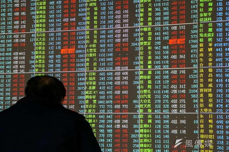 台北股市5日開盤跌111.56點,加權股價指數為9971.98點,成交金額新台幣32.90億元。示意圖。(資料照,陳明仁攝)