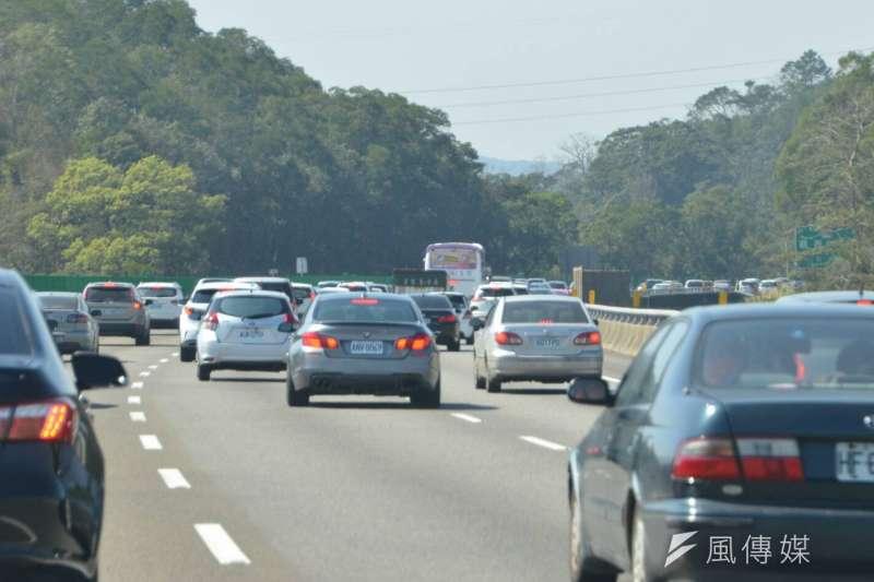 國道五號一早就出現南下車潮,早上7時啟動高乘載管制。(資料照,陳明仁攝)