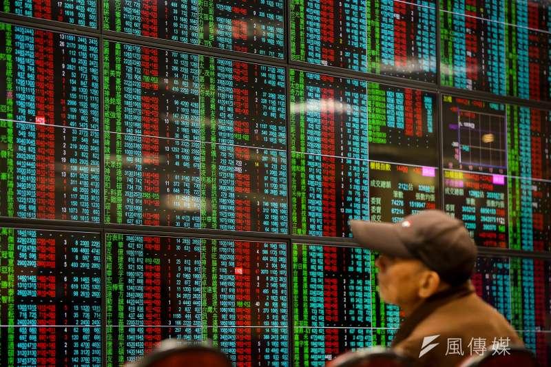 經濟部也發新聞稿強調,近兩年政府多項具體經濟施政已翻轉國內經濟下滑趨勢,股市已上萬點超過一年。(資料照,顏麟宇攝)