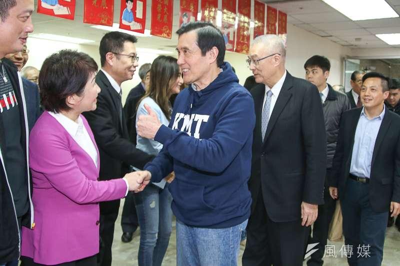 20180221-國民黨新春團拜,已提名參選台中市長的立委盧秀燕和前總統馬英九、國民黨主席吳敦義在入口處握手加油。(陳明仁攝)