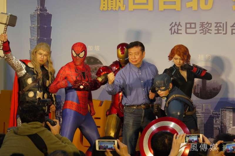 陸委會前副主委張顯耀宣布參選台北市長。(周怡孜攝)