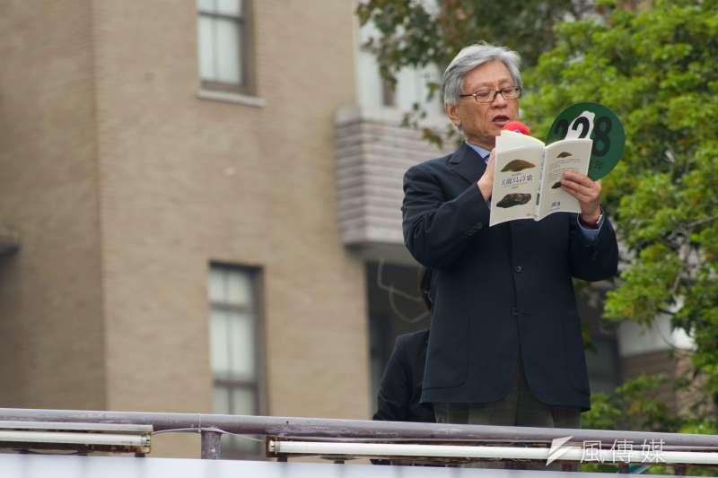20180224-二二八71週年紀念活動,詩人李敏勇朗誦詩句。(甘岱民攝)