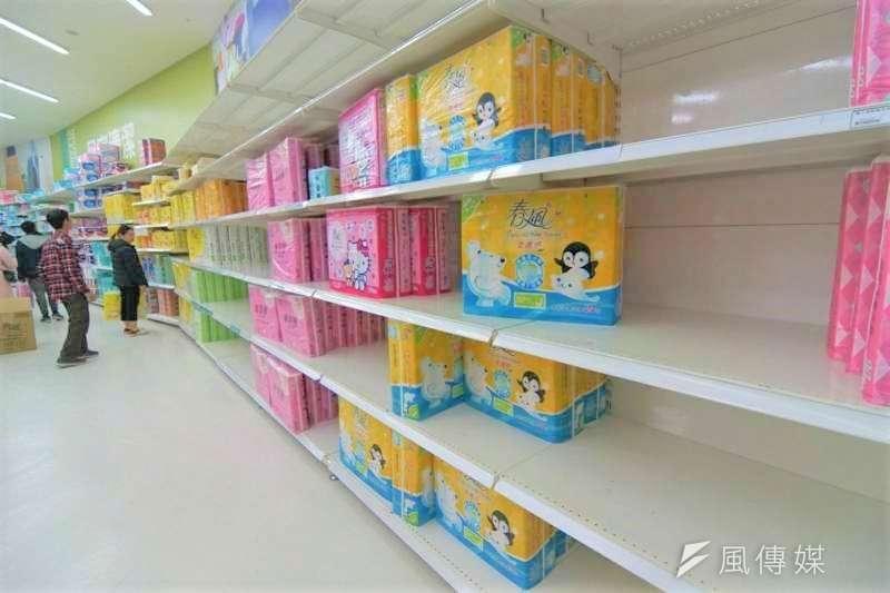 近日搶購衛生紙的盛況讓眾人吃驚,但是將美好的周末全耗費在買衛生紙、值得嗎?(圖/盧逸鋒攝)