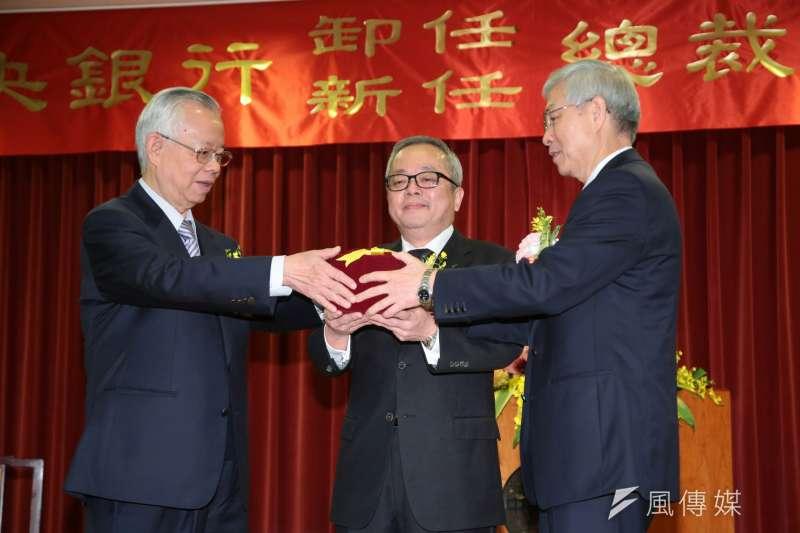 央行新舊任總裁交接典禮,彭淮南(左)、楊金龍(右)。(顏麟宇攝)