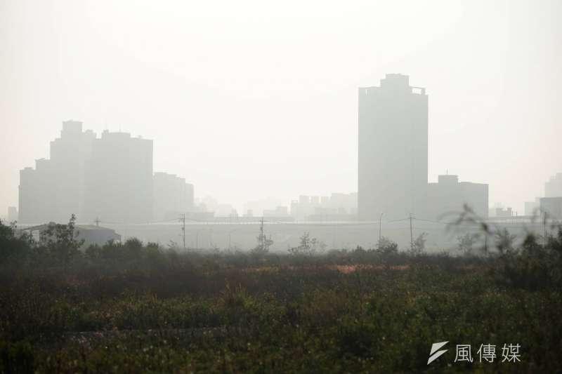 環團今天要求環保署在2個月內全面更新細懸浮微粒(PM2.5)儀器,環保署監資處評估9月底可全數完成。(資料照,盧逸峰攝)