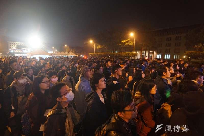 20180228-第六屆共生音樂節,林生祥登台時,許多觀眾湧上台前。(盧逸峰攝)