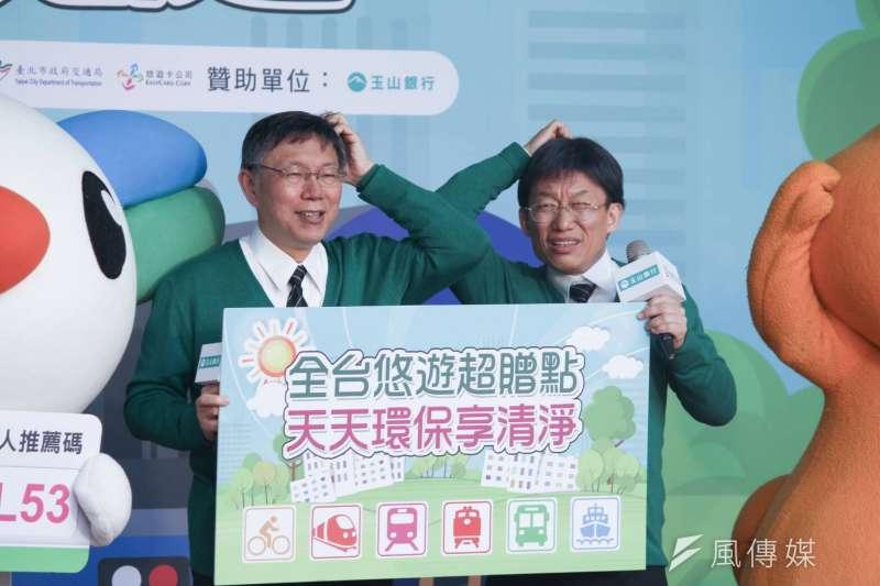 台北市交通局舉辦「全台抗空污 天天嗶悠遊」記者會,台北市長柯文哲與「分身」郭子乾都出席。(方炳超攝)