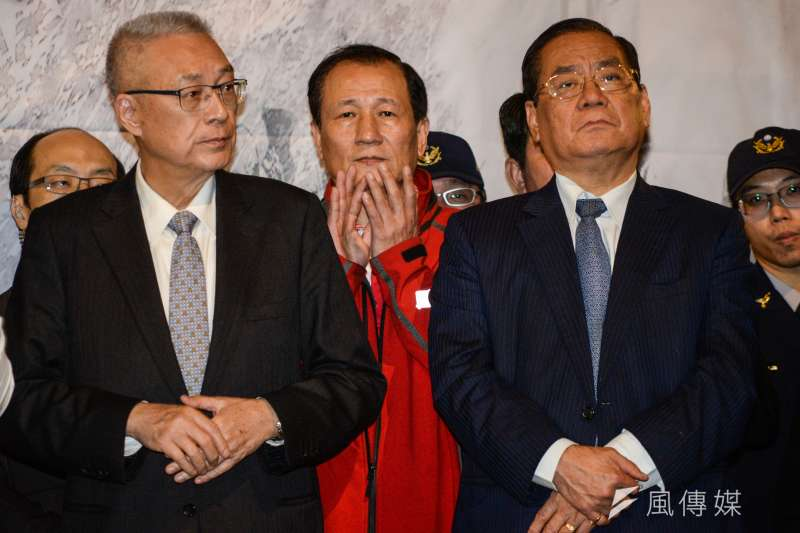 國民黨主席吳敦義(左)日前說,若曾永權(右)申請登陸遭駁回,會考慮安排其他適當人選代表,國民黨會依循國家機密保護法規定。(資料照,甘岱民攝)