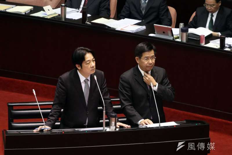 教育部長潘文忠(右)對高教沒有想法,對「卡管」倒是有很多作法。(蘇仲泓攝)