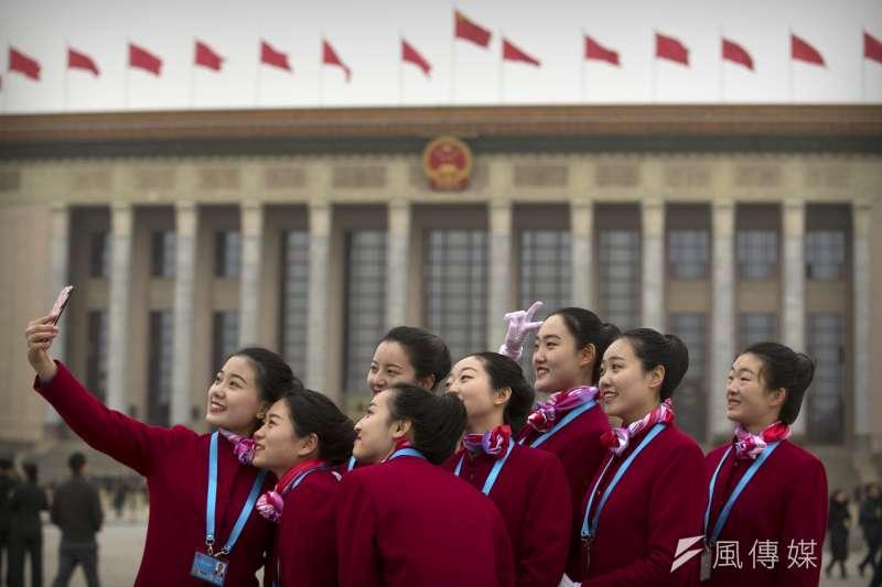2018年中國全國兩會,全國政協十三屆一次會議3月3日率先登場,接待員(AP)