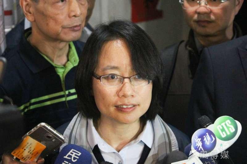 台北農產運銷公司總經理吳音寧表示,這幾天都在關心產地的狀況,先處理好市場供需與蔬果合理價格,並強調「我是農委會與市府選出來的總經理」。(方炳超攝)