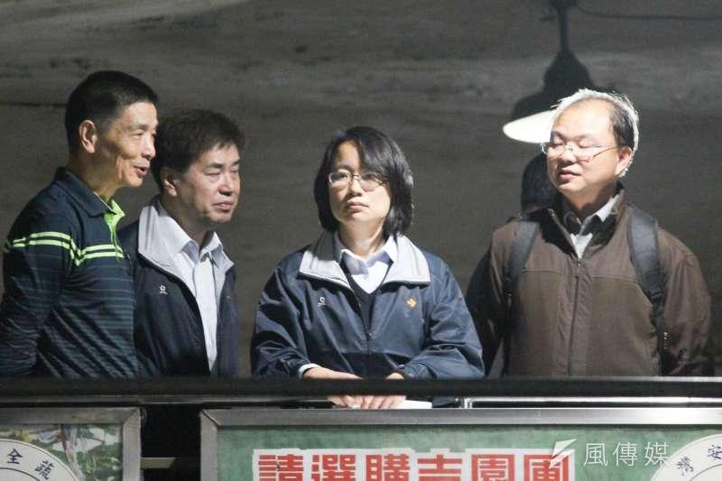 神隱多日的台北農產運銷公司總經理吳音寧,3月7日晚間突與農委會副主委陳吉仲一同出現在第一果菜市場。(方炳超攝)