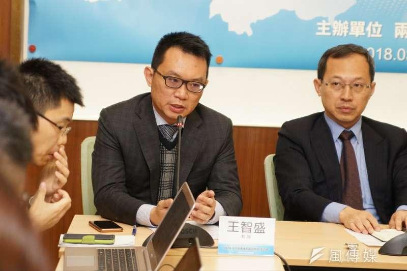 2018中共兩會後座談會,教授王智盛發言。(盧逸峰攝)