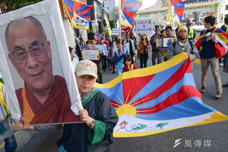 西藏抗暴日59週年遊行,呼籲更多人關注西藏(圖博)面臨中國打壓的現況。(甘岱民攝)