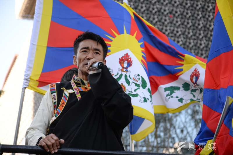 西藏抗暴日59週年遊行,在台藏人福利協會會長札西慈仁。(甘岱民攝)