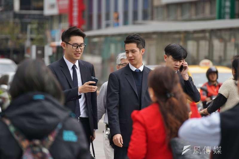 台灣長期薪資凍漲已成問題,青年勞工尤其受到影響,但究竟是甚麼原因造就如此結果?(資料照,盧逸峰攝)