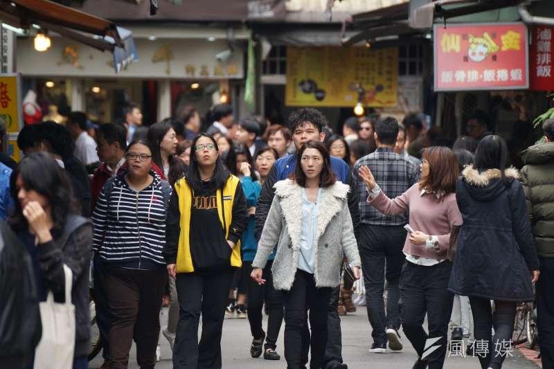 20180307-風數據專題配圖,社會新鮮人、低薪、職場、上班族。(盧逸峰攝)