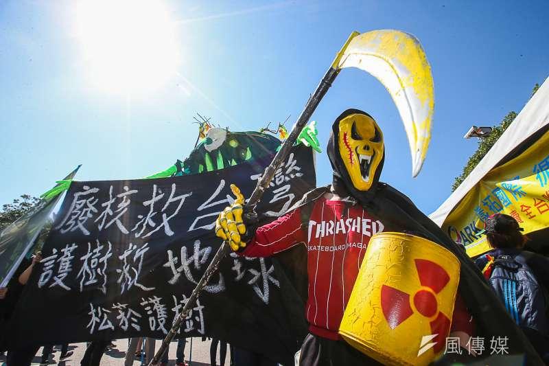 「面對核電代價,翻轉能源未來」反核大遊行11日於凱道登場。(陳明仁攝)